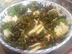 Mangold-Pattison Salat mit Mangodressing  http://snuyourlife.wordpress.com/2014/09/07/mangold-kurbissalat/
