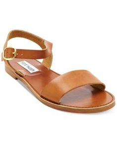 Introducing the Steve Madden Donddi Sandal. Cute sandals by the brand Steve Madden displayed in Tan. Feel fashionable in these sandals from the designer Steve Madden. Flat Sandals, Strap Sandals, Leather Sandals, Women's Shoes Sandals, Shoe Boots, Shoe Bag, Flat Shoes, Simple Sandals, Pretty Sandals