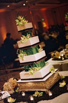 Add some green to your plate! #Weddings #Cake
