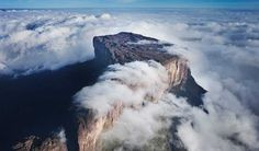 Mount Roraima, Venezuela This is the highest peak in a range of tabletop mountains that are among the oldest geological formations on Earth. Places Around The World, Oh The Places You'll Go, Places To Travel, Places To Visit, Around The Worlds, Monte Roraima, Gaia, Above The Clouds, Blog Voyage