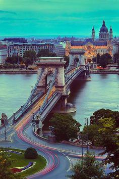 Chain Bridge, Budapest, Hungary (by Luís Henrique Boucault)