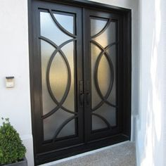 Iron Doors - Exterior - contemporary - front doors - dallas - by D'Hierro Contemporary Front Doors, Modern Door, Iron Front Door, Front Door Handles, Double Entry Doors, Front Entry, Wrought Iron Doors, Front Door Design, Entrance Doors