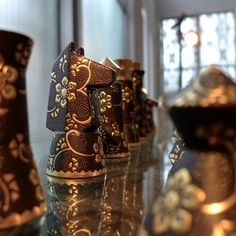 Kutani Japanese porcelain by Alexander Gelman Chess Players, Kings Game, Japanese Porcelain, Chess Pieces, Fun Games, Board Games, Art Decor, Chess Games, Chess Boards