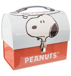 With nearly 18,000 comic strips released - Snoopy is one of the best loved characters in the world! It's only fair we show our love with this awesome Peanuts tin tote.