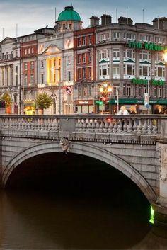 Op zoek naar een citytrip naar een gezellige en knusse stad? In Dublin ben je aan het juiste adres! Je vliegt voor hele lage prijzen retour, dus check dit tickets snel: https://ticketspy.nl/deals/wow-ga-nu-supercheap-dublin-bewonderen-retourtickets-va-e34/