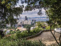 A vista de um dos mais charmosos museus do mundo... Museu Chácara do Céu no Bairro de Santa Teresa, Rio de Janeiro, Brasil.