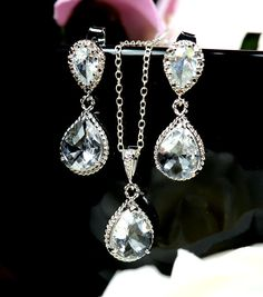 59.80 set. Bridesmaid gifts , wedding jewelry, Bridal Earrings Bridal Necklace Clear White Swarovski Crystal Tear drops Bridal Jewelry Set