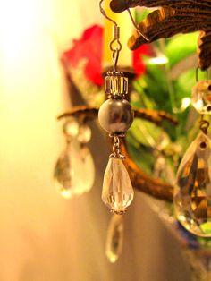 Boucle d'oreille cristal et perle de la #boutiqueLeelooart sur #Etsy