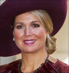Wilhelmina's diamanten oorhangers | ModekoninginMaxima.nl