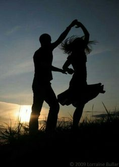 silhouette of happiness.I love silhouettes Shall We Dance, Just Dance, Happy Dance, Silhouette Fotografie, Silhouette Photography, Photocollage, Photo Couple, Belle Photo, Silhouettes