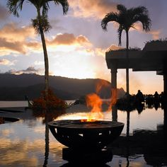 It is said that on Kauai, couples experience the softest sands, grandest rivers and most verdant coastlinesin all of Hawaii. Melding with the island's nat