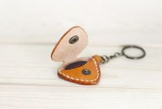 guitar pick keyring leather - Recherche Google