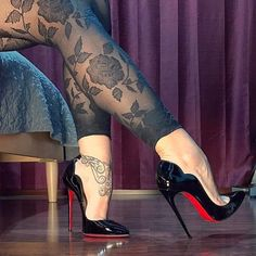 4,955 Followers, 1,036 Following, 537 Posts - See Instagram photos and videos from @louboutinsmile