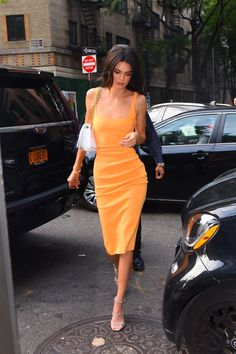 Kendall Jenner had quite the afternoon in New York City wearing a marigold body-conscious dress by Australian label Bec + Bridge. Kendall Jenner Outfits, Kendall And Kylie Jenner, Look Fashion, Fashion Outfits, Vogue Fashion, Fashion Hair, High Fashion, Estilo Jenner, Shabby Chic