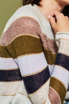 http://www.espritshop.pl/wyprzedaz/kobiety-wyprzedaz/swetry-i-kardigany/sweter-w-paski-z-we%C5%82nian%C4%85-wstawk%C4%85-087CC1I045_291