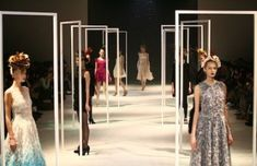 New Fashion Runway Stage Design New York Ideas Summer Fashion Outfits, Party Fashion, Trendy Fashion, Boho Fashion, Fashion Dresses, Fall Outfits, Street Fashion, Fashion Runway Show, Fashion Models