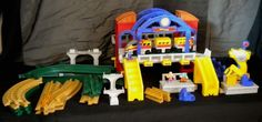 Fisher-Price Geotrax Grand Central Station playset Aero Train Remote 3 Figures  #FisherPrice