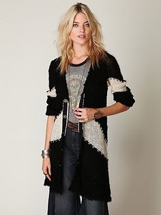 """Colorblock Cardigan  Style: 22943302  Soft two-toned long cardigan with etched snap button placket.    *36% Acrylic,18% Wool, 4% Modal, 22% Nylon, 4% Linen  *Hand Wash   *Import    Measurements for Size Small:   Length: 35""""   Bust: 36""""   Sleeve Length: 26""""   $198"""