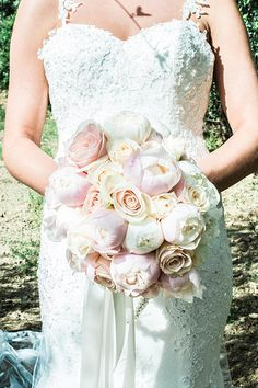 Roses and peonies romantic blush pink bouquet - Ph. The Fashion Wedding