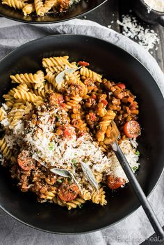 I promise you won't miss the meat in this delicious Lentil Bolognese. By caramelizing the onions, carrots, peppers, and tomato paste the pasta sauce becomes rich and deeply flavored. It's an easy to make and delicious vegan dinner recipe. Try it on Chickapea Pasta; you will LOVE it!  | theendlessmeal.com
