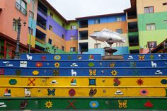 Hibiscus & Nomada : Guatapé colorful stairs | Backpackers Travel Guide to Colombia