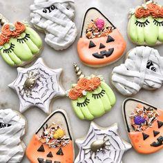 Halloween Cookies Decorated, Halloween Sugar Cookies, Iced Sugar Cookies, Halloween Desserts, Royal Icing Cookies, Halloween Treats, Halloween Witches, Decorated Cookies, Halloween Party