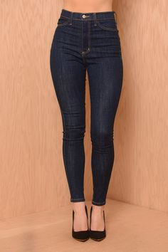 Mid to high waisted skinnies - LOVED the size 27 Aimee Pistolas fit! (just not so much about the hole at the thigh...)