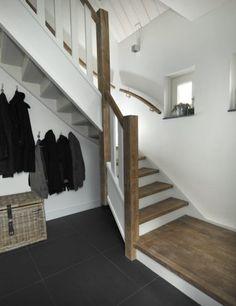 Luxe en warmte - Hoog ■ Exclusieve woon- en tuin inspiratie. Stairway To Heaven, Stairways, Toilet, Entryway, Villa, Inspireren, Modern, House, Furniture