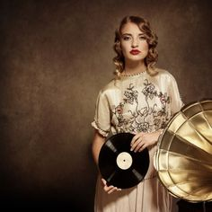 woman listening to music and holding an old vinil record Gramophone Record, Music System, Global News, Photos Of Women, Listening To Music, Still Image, Vinyl Records, Fashion Art, Blues