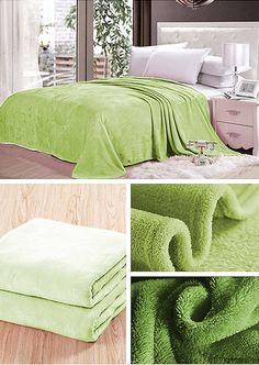 Koc na łóżko koloru zielonego groszku
