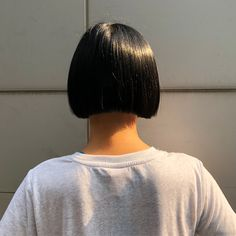 Trained @Sassoon London 🇬🇧さんはInstagramを利用しています:「TIMELESS HAIRSTYLE ❤️ suitability with shape and balance ... #strongbob #boxbob #line #cleanline #precisioncutting #classicbob #60s」