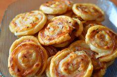 Ďalšie obľúbené recepty: Pozrite si ako sa vyrába mrazená pizza vo veľkovýrobe Fotorecept: Syrové slimáky Videonávod | Skvelé triky do kuchyne Zázrak z kuchyne – Cibuľa Materina dúška Rekordne rýchlo ošúpané vajce Syrové pizza štangle Domáca pizza Pizza taštičky Karfiolová pizza KatkaK vareniu a pečeniu ma priviedli moje staré mamy, keď mi počas prázdnin strávených … Continue reading →