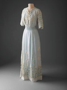 One piece Edwardian lingerie dress of sheer lawn appropriate for warm summer wear. This transparent garment would have been worn with an undergarment which which could have contrasted in color. Edwardian Gowns, Edwardian Clothing, Edwardian Fashion, Vintage Fashion, Edwardian Style, Historical Clothing, Antique Clothing, Jeanne Lanvin, Belle Epoque