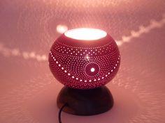 Lampe d'ambiance en calebasse ajourée : Luminaires par keteke