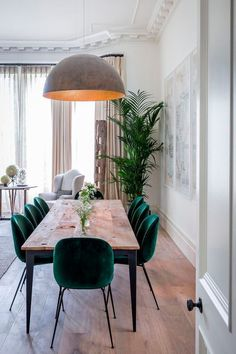 31 Wonderful And Modern Dining Room Design Ideas You Can Try. Modern dining room furniture is the perfect blend of style and design. This type of modern furniture should be as Dining Room Table Decor, Dining Room Lighting, Dining Room Design, Living Room Decor, Decor Room, Dining Tables, Kitchen Lighting, Bar Tables, Modern Dining Room Chairs