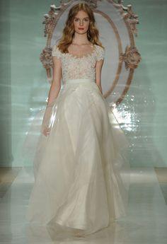 Reem Acra printemps-été 2015 http://www.vogue.fr/mariage/tendances/diaporama/le-meilleur-de-la-bridal-week-de-new-york/18378/image/994178#!robe-de-mariee-le-defile-bridal-reem-acra-de-la-collection-printemps-ete-2015