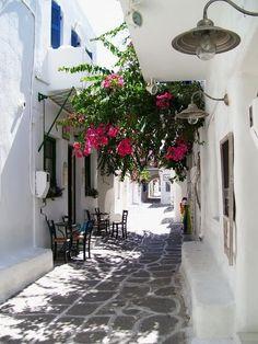 Image via We Heart It http://weheartit.com/entry/134763047/via/12792019 #alley #beautiful #boy #couple #cozy #flowers #girl #Greece #italia #memories #place #places #romantic #summer #travel #warm #wonderful #venedig