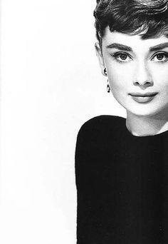 Одри Хэпберн (черно-белое фото)