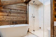 Dampfbadverglasung ohne Rahmen. Unsere Ganzglaslösung bietet eine angenehme, zeitlose und edle Optik die sich in jedes Badezimmer integriert.  Entschleunigung heisst heute das Zauberwort.  Wir helfen Ihnen mit unseren schlanken Glaslösungen ihren Wellnessbereich in eine Wohlfühloase umzuwandeln. Damit Sie in hektischen Zeiten neue Kraft für Körper und Seele tanken können. Sauna, Bathtub, Bathroom, Wellness, Glass Building, Steam Bath, Bathrooms, Bathing, Objects