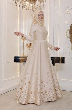 trendy ideas for party dress muslim fashion styles Muslim Prom Dress, Muslim Evening Dresses, Muslimah Wedding Dress, Muslim Wedding Dresses, Indian Gowns Dresses, Bridal Dresses, Dress Wedding, Stylish Dresses For Girls, Stylish Dress Designs