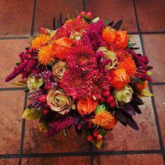 """38 likerklikk, 1 kommentarer – Botanica Blomster (@botanicablomster) på Instagram: """"Brudebukett laget i høstens prakt. Dype deilige høstfarger. Laget av Leif. #brud #brudebukett…"""" Floral Wreath, Wreaths, Fall, Home Decor, Garlands, Homemade Home Decor, Flower Crown, Decoration Home, Door Wreaths"""