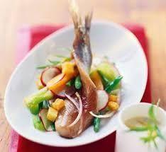 maatjesharing met een salade van radijsjes en boontjes
