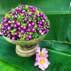 การจัดดอกไม้ Flower Garlands, Flower Vases, Flower Decorations, Floating Flowers, Table Flowers, Buddha Flower, Floral Wedding, Wedding Flowers, Thai Decor
