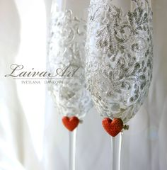 Personalized | Wedding | Champagne Flutes | Bridal Shower Gift | Silver | Winter wedding | Christmas wedding - pinned by pin4etsy.com