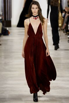 #velvet dress #vestido de veludo #gown #vestido de festa  Ralph Lauren Fall 2016 Ready-to-Wear collection.