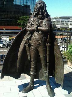Statue of Captain Harlock, downtown Tokyo Space Captain, Space Pirate Captain Harlock, Captain My Captain, Bokura Ga Ita, Sculpture, Illustrations, Godzilla, Pirates, Manga Anime