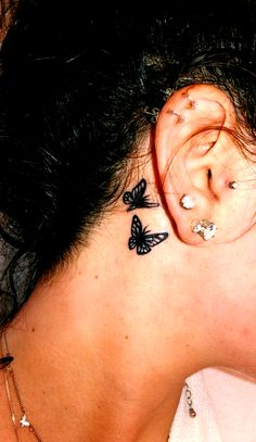 42 Charming Butterfly Tattoo Designs and Meanings for Girls butterfly tattoos animal tattoo ideas small butterfly tattoos meaningful butterfly tattoos butterfly behind ear tattoos butterfly tattoos Dope Tattoos, Girl Neck Tattoos, Neck Tattoos Women, Cute Tattoos For Women, Dainty Tattoos, Cute Small Tattoos, Tattoo Girls, Pretty Tattoos, Beautiful Tattoos