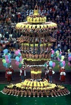 """Epic Human Pyramid- First thing I thought was """"Oh I just can't waaaait.to be kiiiiiing! Cool Cheer Stunts, Easy Cheerleading Stunts, Cheer Tryouts, Cheerleading Quotes, Cheerleading Cheers, Cheer Quotes, Human Pyramid, Cup Art, Cheer Pictures"""