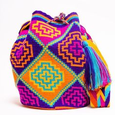 Wayuu Mochila Boho Bags with Crochet Patterns Mochila Crochet, Bag Crochet, Crochet Handbags, Crochet Purses, Crochet Crafts, Crochet Yarn, Tapestry Crochet Patterns, Crochet Motif, Crochet Designs