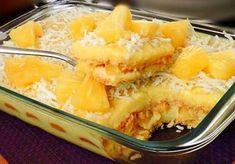 Ingredientes 300 gr de bolacha maria 2 chávenas (chá) de ananás fresco em cubos Coco ralado e ananás em pedaços para decorar? Creme 2 colheres (sopa) rasas de maisena 200 ml de leite de coco 200 ml de leite 1 lata de leite condensado 2 gemas 1/2 chávena (chá) de... Almond Tart Recipe, How To Make Toys, Portuguese Recipes, Tart Recipes, Macaroni And Cheese, Deserts, Food And Drink, Pudding, Sweets